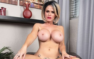 Busty MILF Casca Akashova spreading and rubbing her clit