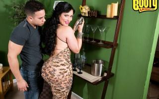 Huge ass latina Carmen De Luz shakes up a cocktail