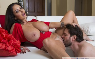 Busty cougar Ava Addams seducing the plumber