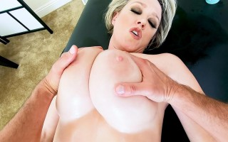 Dee Williams is an insatiable MILF