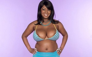 Curvy black babe Aileen Ghettman gets oily