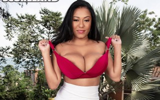 Stacked super-star Latina Shanie Gaviria