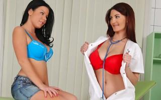 Vanessa & Klaudia Hot
