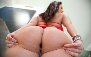 12 pics and 1 movie of Sophie3 from Monster Curves