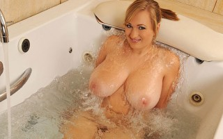 Busty Babe Sara Willis Gives A Hooterific Tittie Tub Show