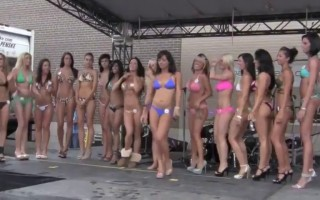 Bikini Ass Shaking Contest