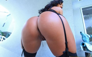 12 pics and 1 movie of Tiffani from Monster Curves