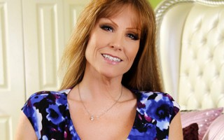 Darla Crane has hot sex with one of her son\\\'s friends who hurt himself playing ball.