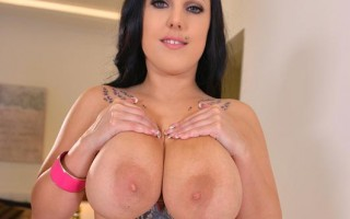 Busty Thunderstruck - Titty Shaking And Squeezing Before Vibrato