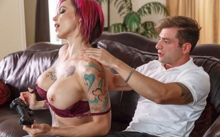 Slut mom Anna Bell Peaks plays with son's joystick