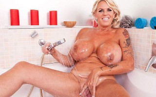 Brit brickhouse Shannon Blue in the shower
