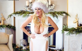 Huge breasted Kelly Madison in White Tit-Mas